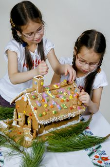 Free Twins Decorating Royalty Free Stock Image - 7990056