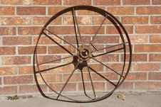 Free Old Iron Wheel And Brick Wall Royalty Free Stock Photography - 80767
