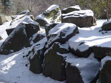 Free Snow On Rocks Royalty Free Stock Photography - 89307