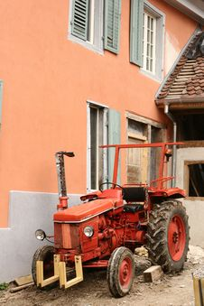 Free Red Tractor Stock Photos - 806383