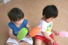 Free Girl & Boy Holding Balloons Sitting On The Floor Royalty Free Stock Photography - 807227