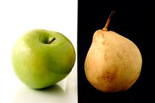 Free Granny Smith Apple And Yellow Pear On Artistic Background Royalty Free Stock Photo - 809275