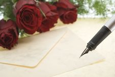 Free Red Roses With Envelope And Pen Royalty Free Stock Images - 8003899