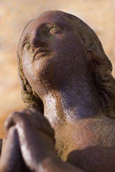 Free Rusty Iron Woman Praying Royalty Free Stock Photography - 8006377