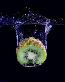 Free Splashing Kiwi Royalty Free Stock Photo - 8008805