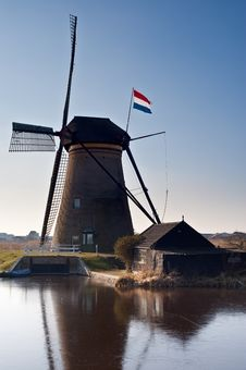 Free Beautiful Windmill Landscape At Kinderdijk Stock Images - 8009924