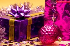 Free Violet Gift Box Stock Images - 8012114