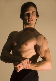 Free Pose Of Bodybuilder Stock Image - 8018061