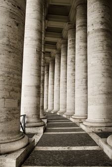 Free Classic Italian Columns Royalty Free Stock Image - 8018376
