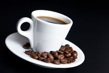 Free Cup Of Coffee With Beans Coffee On Black Stock Photography - 8019302