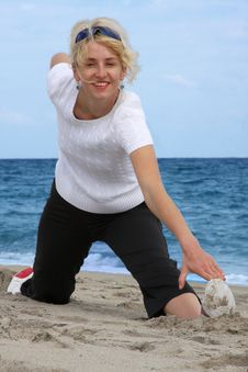 Free Exercising At Sea Beach Royalty Free Stock Image - 8022896
