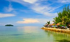 Free Blue Sky Under Turquoise Sea Royalty Free Stock Images - 8024869