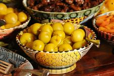 Free Yellow Cherries Stock Photography - 8032442