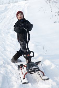 Free A Boy On The Sledge Royalty Free Stock Images - 8033149