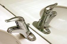 Free Reflected Faucets Royalty Free Stock Photos - 8037718