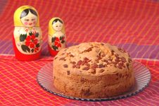 Free Cake With Russian Dolls Royalty Free Stock Image - 8039496