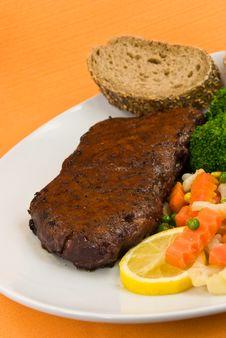 Free Roast Beef With Green Peas,broccoli,carrot. New Yo Royalty Free Stock Photos - 8041168