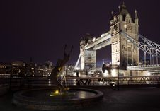 Free Tower Bridge And Fountain Royalty Free Stock Images - 8043059
