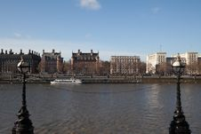 Free Watching The Thames Royalty Free Stock Photos - 8043118