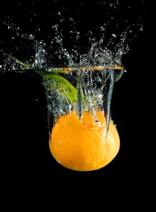 Free Splashing Tangerine Stock Images - 8044864