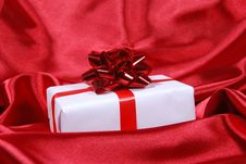 Free Red Gift Box Royalty Free Stock Image - 8057536