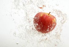 Free Tasty An Apple In Water. Royalty Free Stock Photos - 8066858