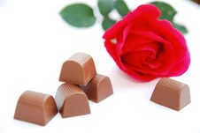Free Rose And Chocolates Royalty Free Stock Image - 8070066
