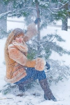 Free Winter Girl Royalty Free Stock Photos - 8073648