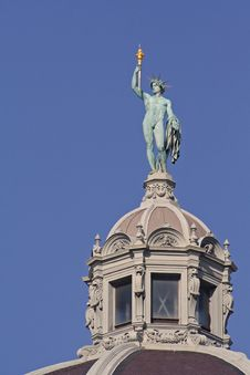 Free Statue On Dome From Heldenplatz In Vienna Stock Images - 8075774