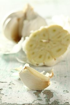Free Garlic Bulb-sliced Stock Photos - 8077883