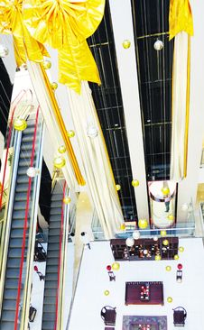 Free Magnificent Shopping Mall Stock Photography - 8078502