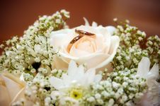 Wedding Rings In A Bouquet Of The Bride Royalty Free Stock Image