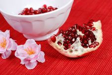 Free Red Seeds And White Bowl Royalty Free Stock Photo - 8080005
