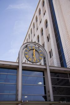 Free Clock On A Building Royalty Free Stock Images - 8087909