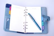 Free Personal Organizer And Pen Royalty Free Stock Image - 8089656