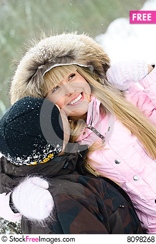 Free Young Couple In Winter Park Royalty Free Stock Photos - 8098268