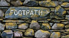 Free Footpath Sign On Stone Wall Royalty Free Stock Images - 8091239