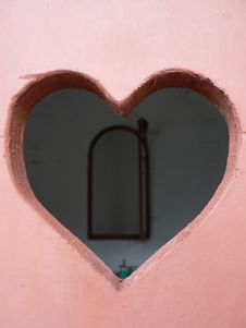 Free Pink Heart On A Door Royalty Free Stock Image - 8091376