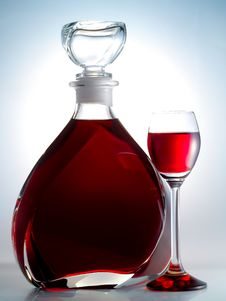 Free Decanter Filled With Liquor Royalty Free Stock Image - 8094576