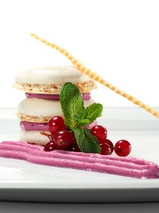 Free Dessert Meringue With Currants Stock Photography - 8099272