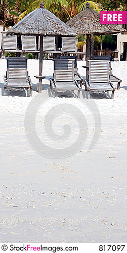 Free Shade On Beach Royalty Free Stock Photography - 817097