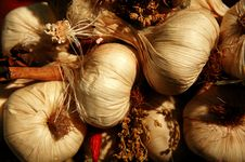 Free Garlic Cloves Royalty Free Stock Photography - 810047