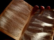 Free The Old Bible Stock Image - 810051
