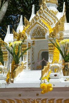 Free White And Gold Spirit House In Thailand Stock Image - 811531