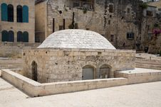 Free Old Arab Building In Jerusalem Royalty Free Stock Images - 811669