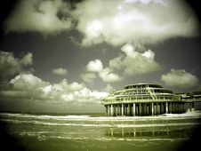 Free Seafront And Pier Royalty Free Stock Images - 815109