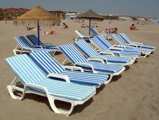 Free Beach Chairs And Umbrellas Stock Images - 816534