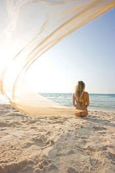 Free Girl On The Beach Royalty Free Stock Photography - 8102377