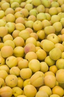 Free Apricots Royalty Free Stock Photography - 8105127