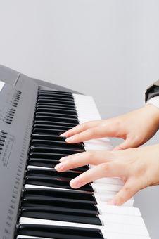 Free Playing Electronic Organ Royalty Free Stock Photos - 8110248